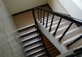 混搭木质楼梯俯视图