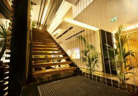 混搭悬浮楼梯细节