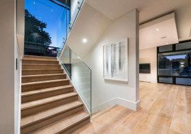 现代木质楼梯设计