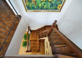 东南亚木质楼梯俯视图