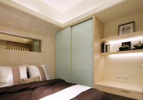 现代玻璃衣柜实景