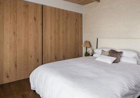 简约木质衣柜欣赏