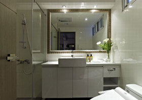 现代简洁浴室柜实景
