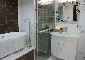 现代白色浴室柜实景