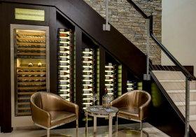 欧式楼梯间酒柜设计
