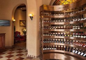 地中海弧形酒柜设计