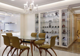 现代玻璃酒柜实景