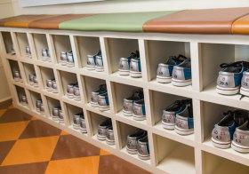 美式运动鞋柜细节