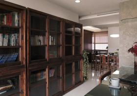 中式深褐色书柜细节