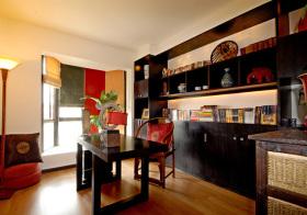 中式深褐色书柜实景