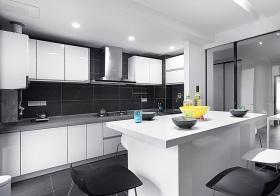 现代黑白厨房效果图