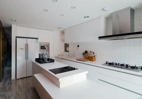简约纯白厨房设计