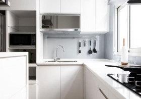 现代白色厨房近景