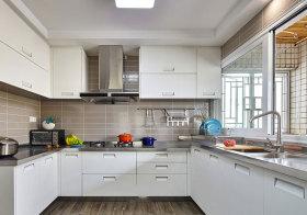 现代白色厨房橱柜设计