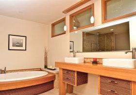简约木色浴室柜近景