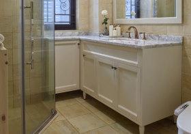 简约白色浴室柜近景