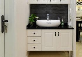 简欧白色浴室柜近景