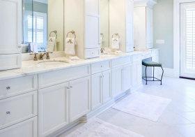 欧式纯白浴室柜欣赏