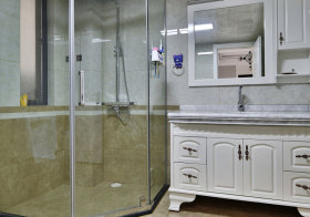 欧式白色浴室柜实景