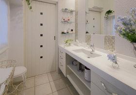 白色浪漫简约卫生间设计