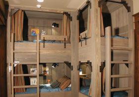 原木系工业风儿童房设计