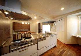 开放式现代厨房装修效果