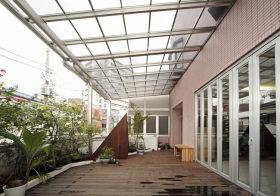 开阔现代阳台设计参考