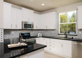 黑白经典现代厨房设计效果