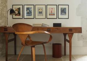 书桌优雅简约照片墙设计