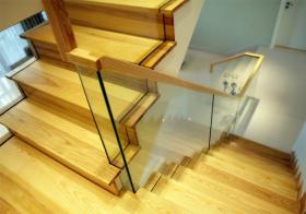 明亮现代风格楼梯装修图片