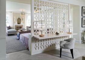 卧室白色搂空隔断美图