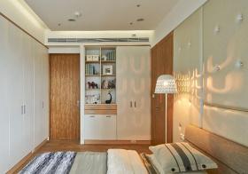 简约卧室门后收纳设计