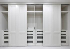 纯白现代风格衣柜装修效果图