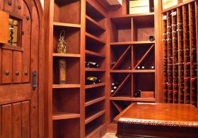 现代木质酒柜设计