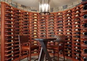 现代木质酒柜装修设计图