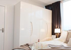 纯白现代风格衣柜装修设计