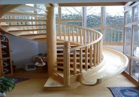 现代楼梯+滑梯双用设计楼梯美图
