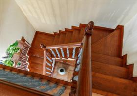 美式风格楼梯装修设计
