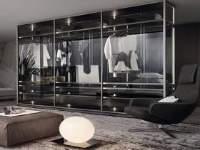金属玻璃透明现代衣柜美图