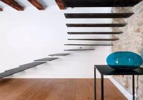 现代黑色单板楼梯美图
