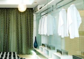 透明玻璃现代衣帽间欣赏