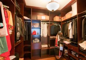 褐色中式衣帽间设计