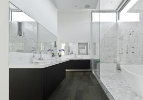 经典黑白现代浴室柜欣赏