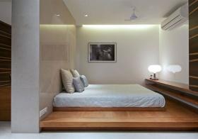 卧室木质榻榻米设计