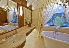 卫生间丝绸窗帘设计美图