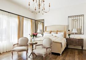 卧室白色窗帘装修美图