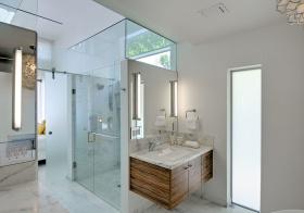 卫生间白色玻璃隔断设计