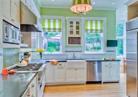 厨房黄白窗帘装修美图