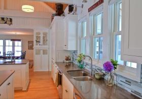 现代白色飘窗装修设计