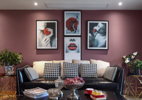 深色玫瑰主题现代沙发背景墙美图